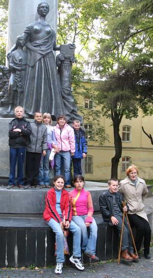 pupils near Prosvita mem
